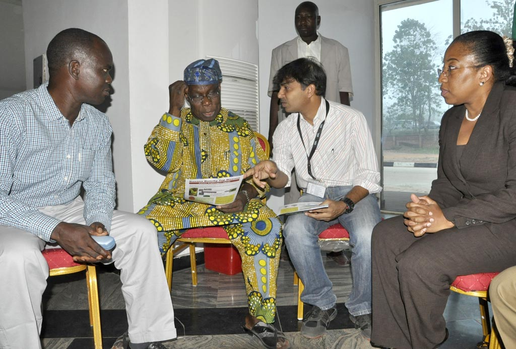 Picture of Explaning BBTD situation in Nigeria to Chief Olusegun Obasanjo, former Nigerian President